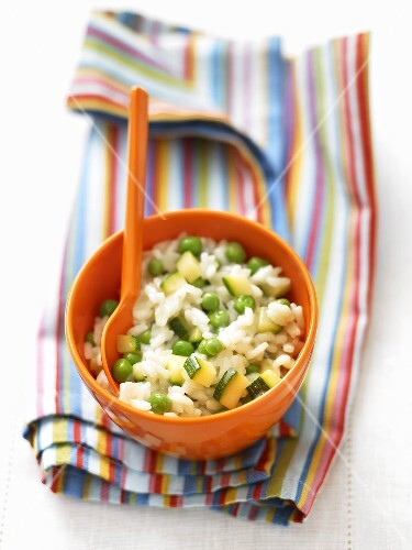 Risotto with peas and courgettes for children