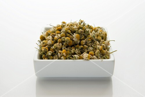 Dried camomile flowers (matricariae flos)