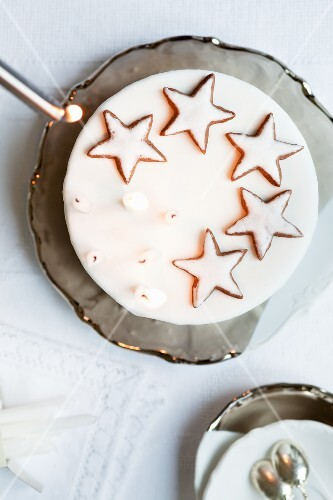 A Christmas cake with cinnamon stars (seen from above)