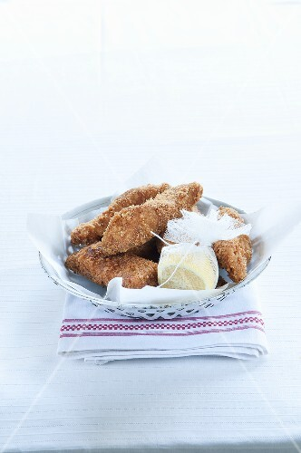 Nuggets with lemon halves in a gauze cloth