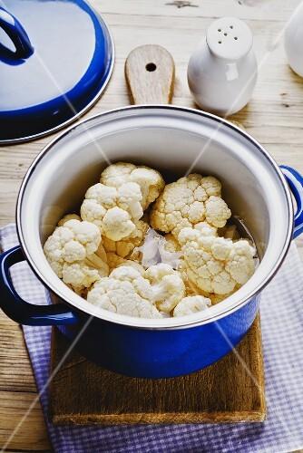 Cauliflower in a cooking pot