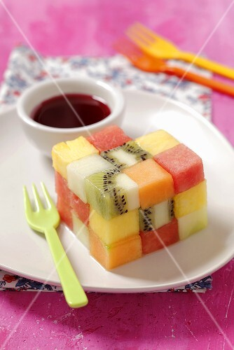 A fruit cube made of melon, kiwi and pineapple