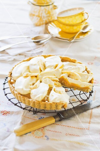 Banana pie with Golden Syrup, sliced
