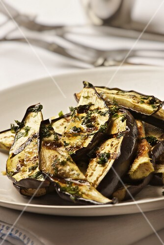 Grilled aubergine slices with mint