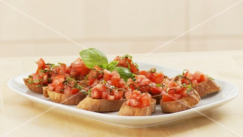 Bruschetta being prepared (German Voice Over)