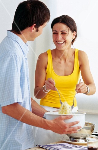 Couple preparing spaghetti