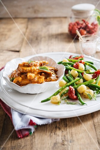 Toscany-style thin strips of chicken, pan-fried steamed potatoes, green beans and confit tomatoes