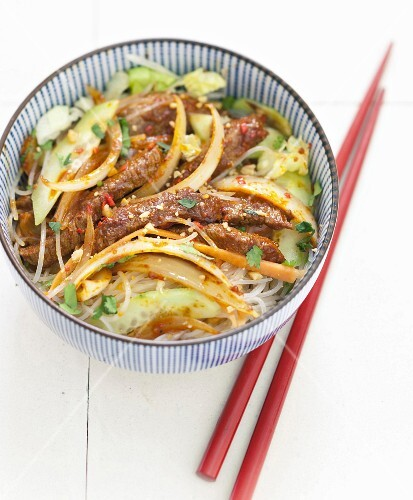 Spicy marinated beef, onions sauté and bamboo shoot bo-bun