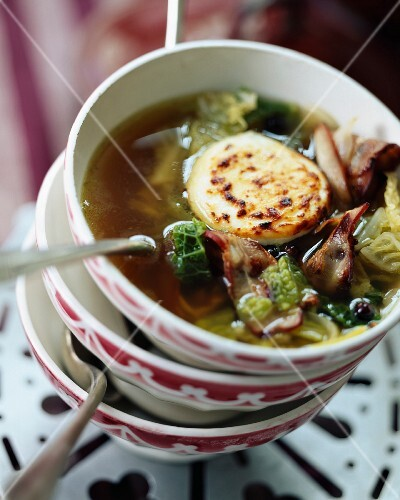Cabbage soup with gratinated goat's cheese