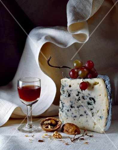Roquefort and port