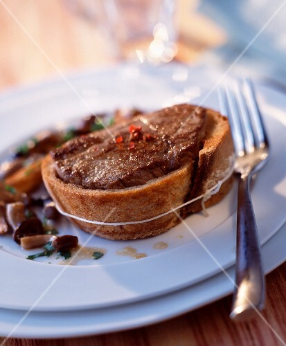 Tournedos in bread crust with pan-fried mushrooms