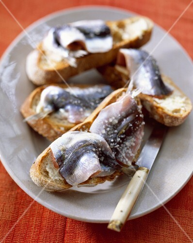 Sardines in coarse sea salt