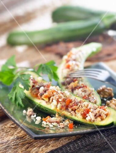 courgettes stuffed with meat and rice (topic: cooking with cereals)