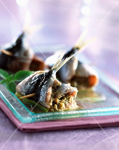 Sardines with garlic and basil
