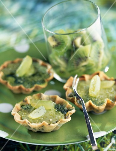 Individual kiwi and grape tarts