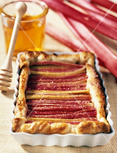 rhubarb and honey tart