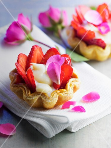 Puff-pastry strawberry tartlet,salty butter cream