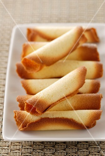 Cigarette russe (rolled biscuits)