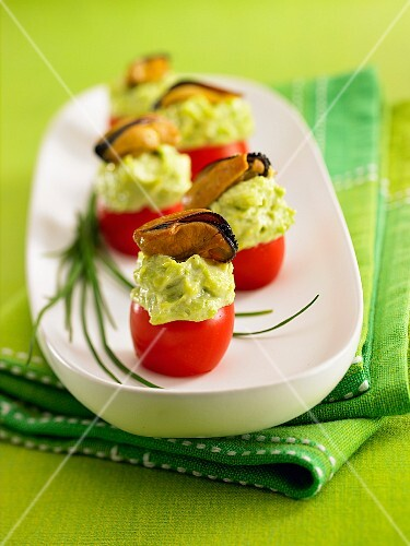 Stuffed cherry tomatoes with green mayonnaise and mussels