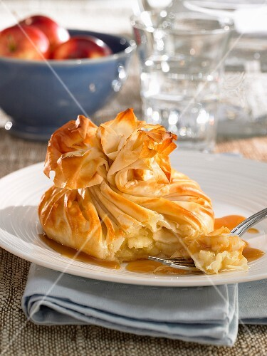 Filo pastry sacks filled with apples