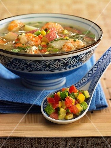 Soup with prawns, tomatoes, sweetcorn and apples
