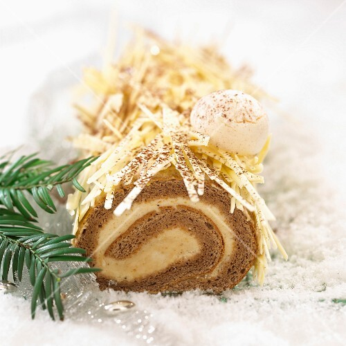 Bûche (Swiss roll with chestnut cream and chocolate)