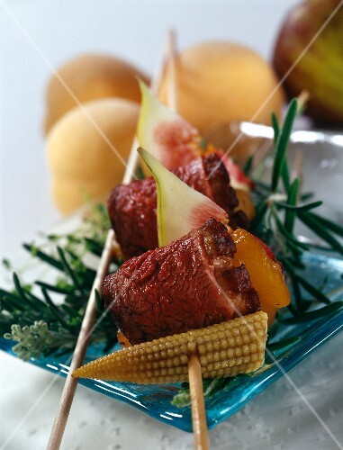 Duck magret, apricot and fig brochette
