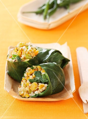 Stuffed chard rolls with chickpeas