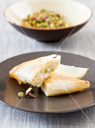Rice and pistachio nut pastries