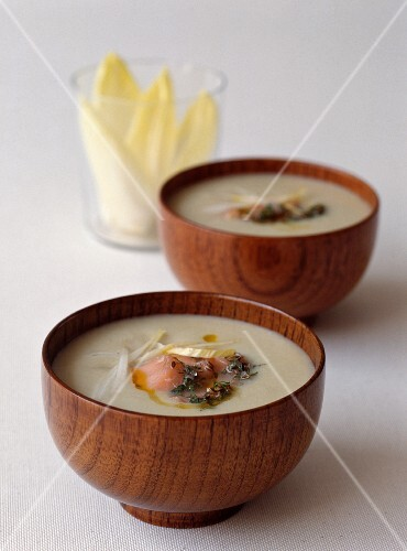 Cream of chicory soup with salmon and dill