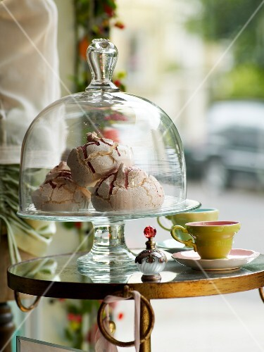 Meringues under a glass cover
