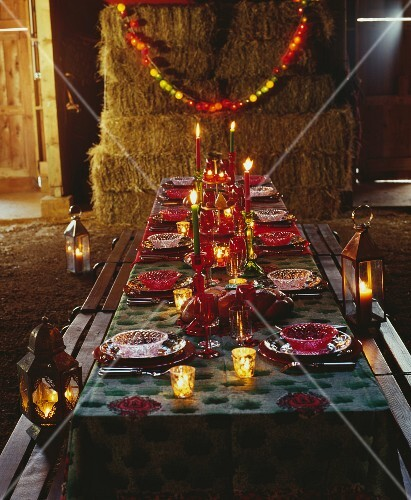 A festively laid table at Zirkus Zingaro