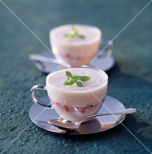Cream of cauliflower soup with boiled ham