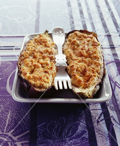 Gratinated aubergine with almond cream and anchovies