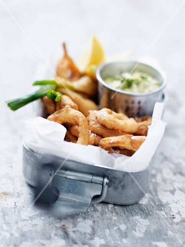 Deep-fried squid rings with Béarnaise sauce