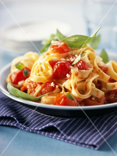 Tagliatelles with cherry tomato and basil sauce