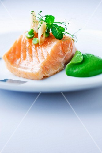 Steam-cooked salmon with green puree