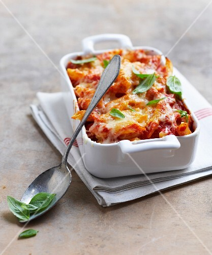 Penne and tomato cheese-topped dish