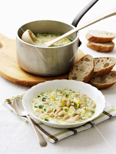 White bean and zucchini soup