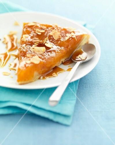Apricot Tatin tart – buy images – StockFood