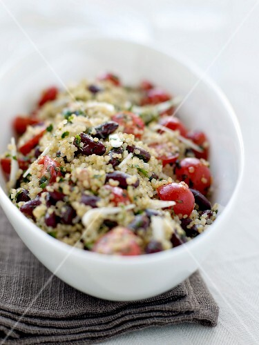 Quinoa tabbouleh with red kidney beans