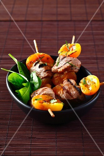 Pork and apricot brochettes