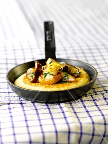 Polenta blini with ceps