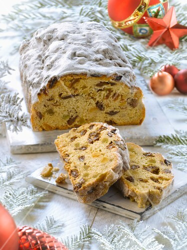 Stollen and Christmas decorations