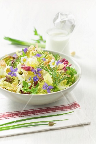 Salad with violets and Clergeons