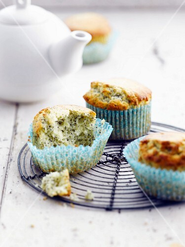 Lemon and poppyseed cakes