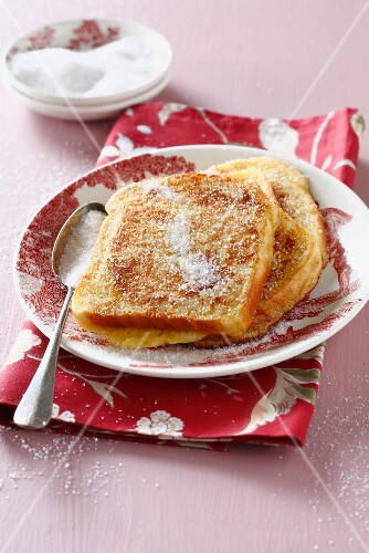 French toast sprinkled with sugar