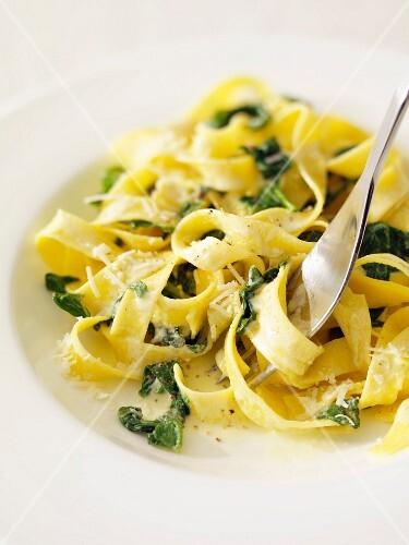 Макароны со шпинатом в сливочном соусе рецепт