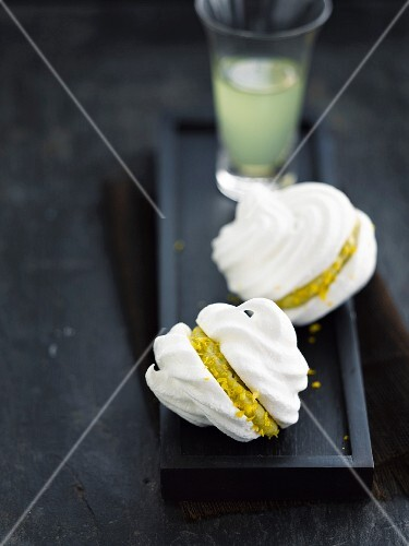 Meringue whoopies with lemon mousse filling