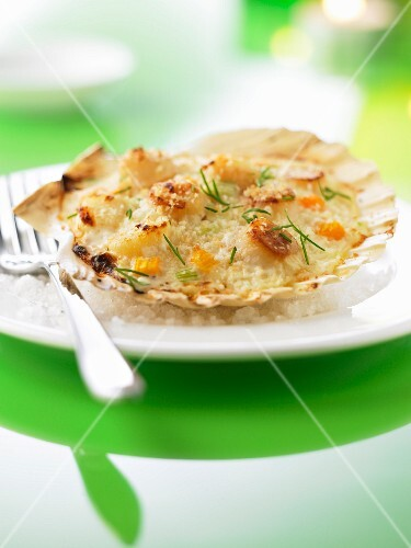 Baked scallops with Sancerre